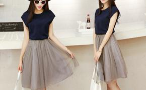 新款连衣裙限时抢购!圆领合身版型,松紧收腰设计,双层欧根纱裙摆,造型感十足时尚百搭!